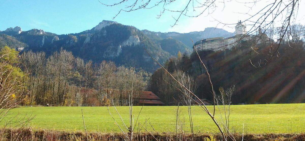 Blick zum Aschauer Schloss